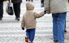 Более девяти тысяч сирот Омской области обрели семью
